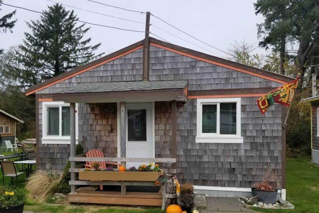 Cottage 6 exterior